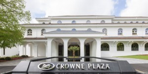 crowne plaza bucks entrance
